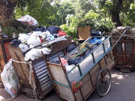 4155 medium pangkalan gerobak sampah di harapan mulya dikeluhkan