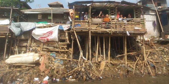 4181 medium ini sungai paling banyak sampah di jakarta