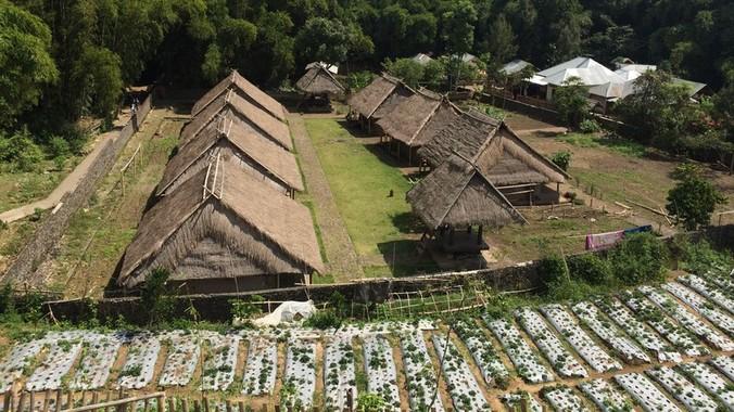 42079 medium usai gempa cagar budaya di lombok masih terbengkalai