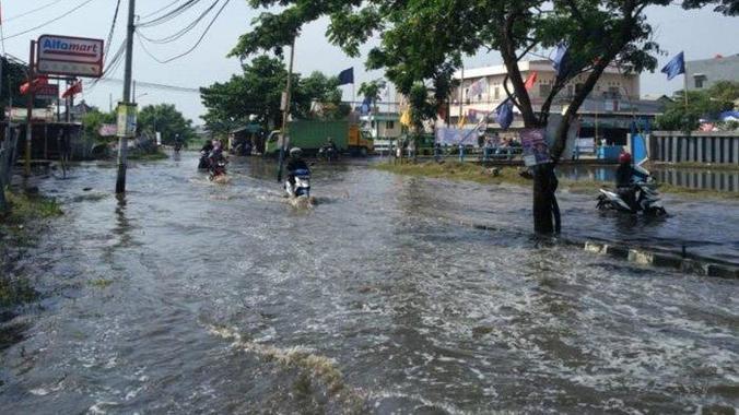 42689 medium pagi tadi sejumlah wilayah di tangerang tergenang banjir hingga 80cm