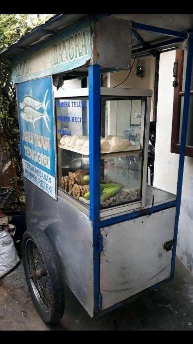 42902 medium pedagang keliling pempek ikan tenggiri