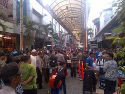 445 small festival pasar baru