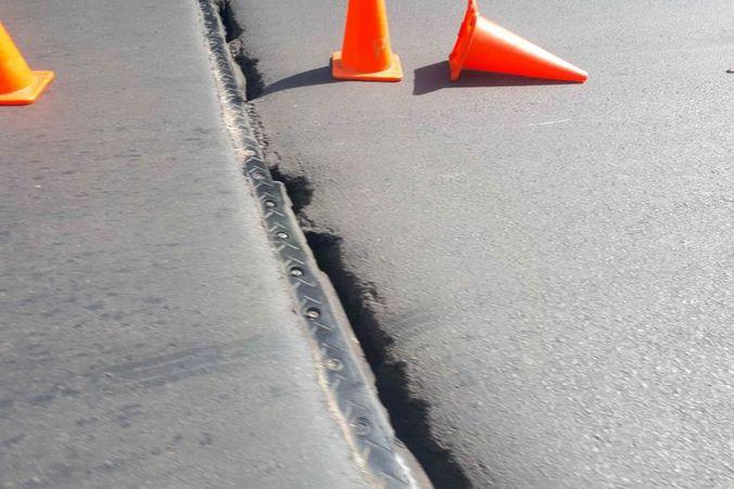 44951 medium jalan layang kemayoran renggang  pengendara diimbau waspada