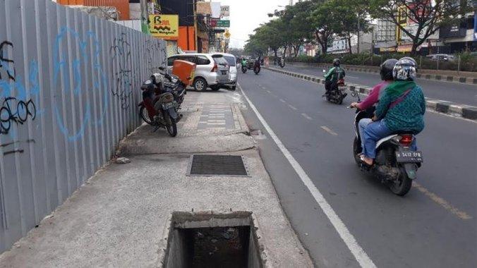 45500 medium kondisi rusak  trotoar jalan margonda depok baru ditata tahun 2021