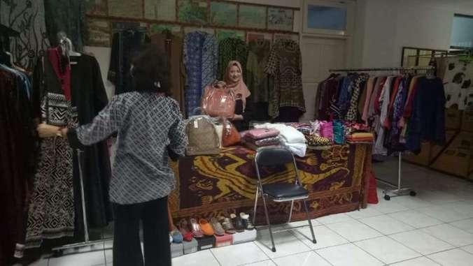 45605 medium %28lowongan kerja%29 dibutuhkan karyawati butik di milla collection