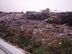 460 small gunungan sampah di srengseng