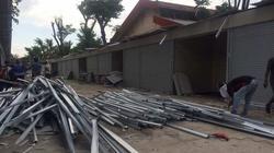 46277 small puluhan kios di penjaringan rusak diterjang angin kencang