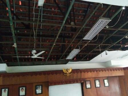 4644 medium kantor kelurahan kramat butuh perbaikan