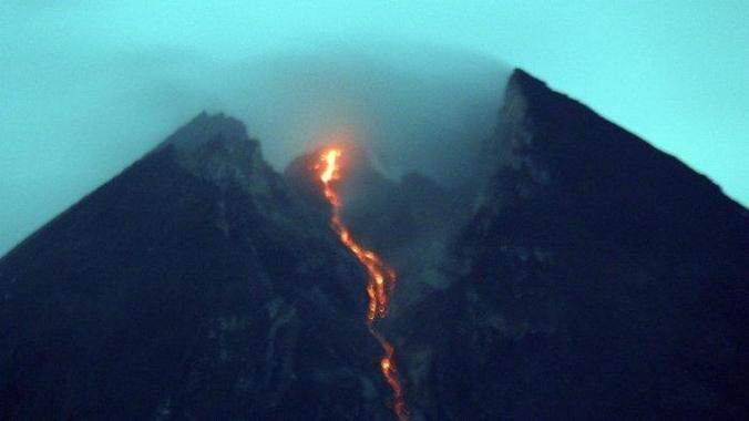 46987 medium kementerian esdm imbau warga untuk menjauh 3 km dari gunung merapi