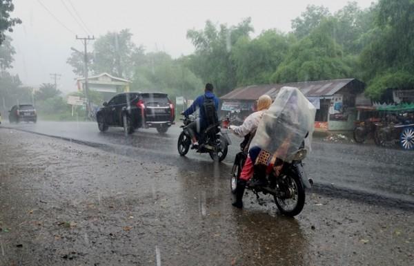47113 medium bmkg ingatkan masyarakat waspadai hujan lebat akhir januari 2019