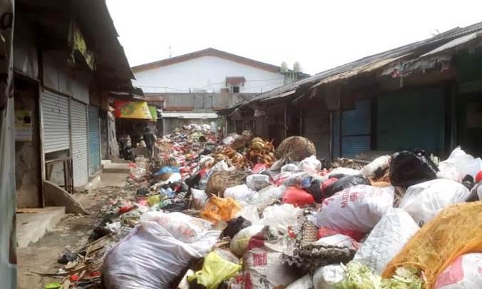 48372 medium sampah pasar sayati dlh tidak bisa berbuat banyak
