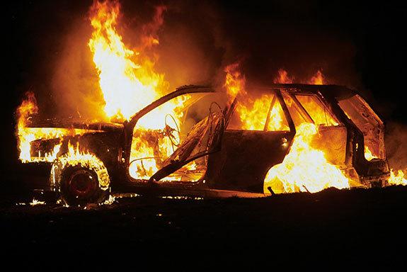 48529 medium teror bakar mobil sedang marak di semarang dan kendal