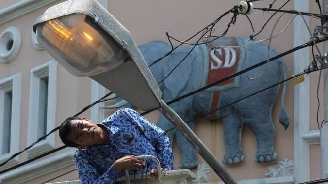 48551 medium lampu penerangan jalan umum 20141101 193406