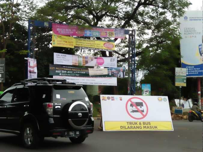48664 medium bus dan truk dilarang