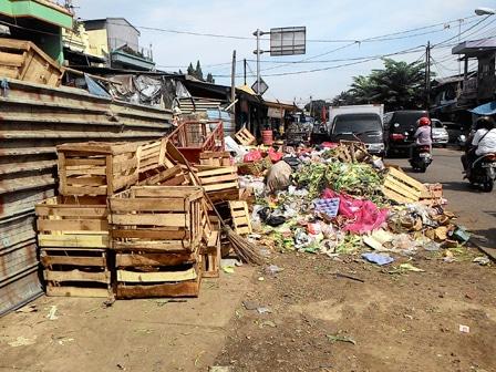 4953 medium warga jl palad pulogadung keluhkan tumpukan sampah