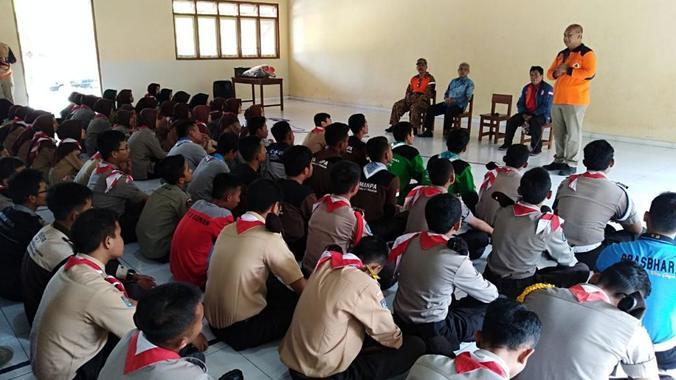 49869 medium bnpb gandeng pramuka untuk implementasi spab di sekolah rawan bencana