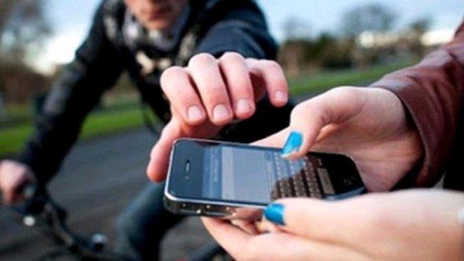 49872 medium modus baru penjambretan ponsel  pura pura tanya alamat sambil minta korban buka google maps