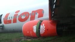 50416 small pesawat lion air tergelincir di pontianak  semua awak dan penumpang selamat