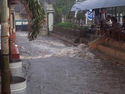 50802 small kementerian pupr persiapkan jfews  sistem peringatan dini banjir jakarta