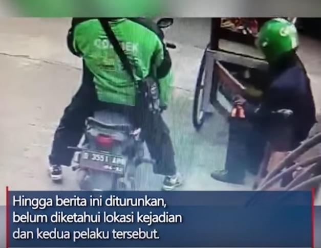 50803 medium aksi 2 orang berseragam ojol curi tabung gas 3 kg dari gerobak batagor