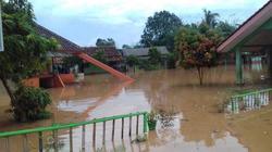 50911 small banjir di lampung utara  1.028 rumah di 5 kecamatan terendam