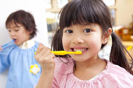 51128 medium kesehatan gigi anak