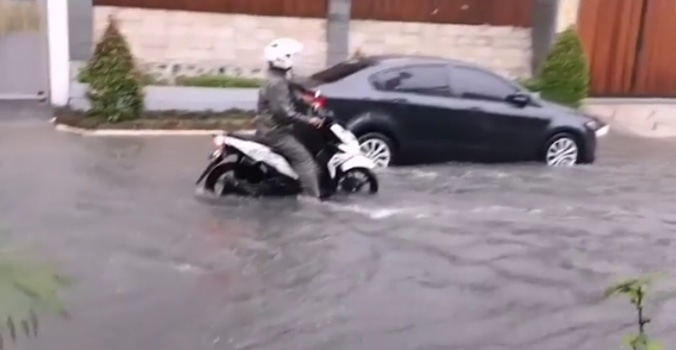 51867 medium banjir di cimanggu permai bogor sore tadi