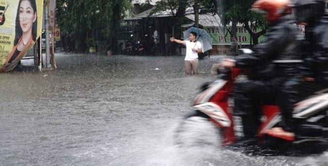 51947 medium hujan deras 1 5 jam  jalan gudang selatan dan ahmad yani bandung terendam banjir