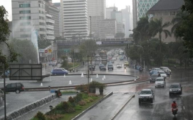 52313 medium potensi curah hujan tinggi  bmkg imbau masyarakat waspadai longsor dan banjir bandang