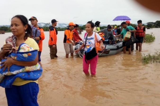 52844 medium banjir melanda di 15 kabupaten di jawa timur  lebih dari 12.495 kk terdampak banjir