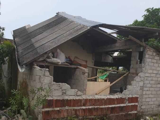 53530 medium puting beliung terjang lombok barat  90 rumah warga rusak