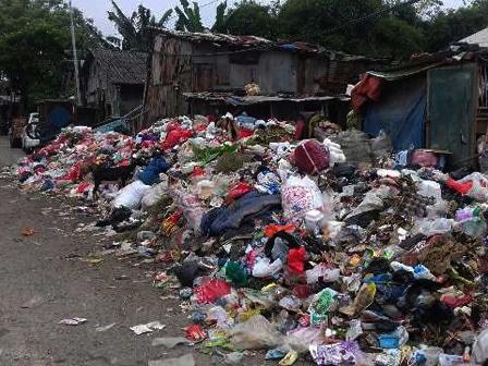 5353 medium warga pondok kopi keluhkan gunungan sampah