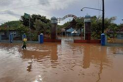 54335 small sungai meluap  sebagian wilayah kulon progo terendam banjir  sekolah diliburkan