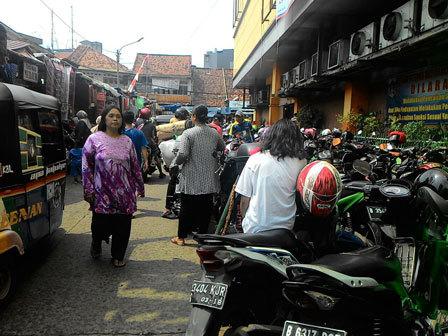 5464 medium pengelolaan parkir di pasar jatinegara dikeluhkan