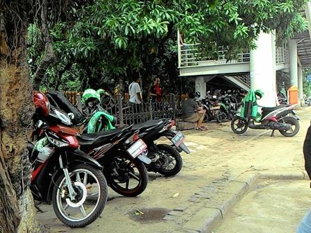 5491 medium jalur hijau jl mayjend sutoyo jadi lahan parkir