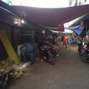 5508 medium pkl marak di kawasan pasar cengkareng