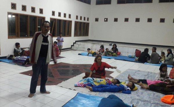 565 medium pengungsi banjir di cipinang melayu
