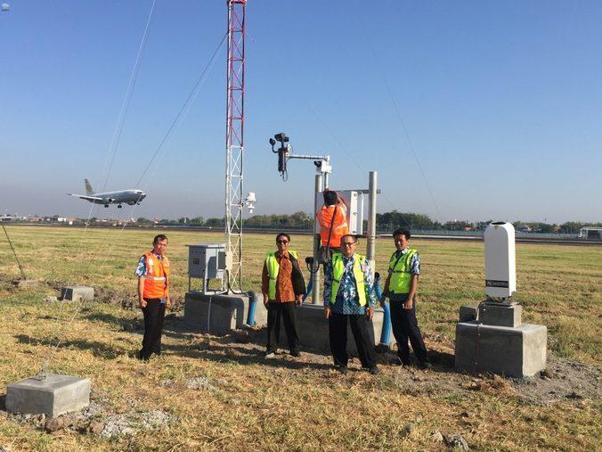 56847 medium untuk keselamatan penerbangan  bmkg luncurkan sistem awos karya anak bangsa