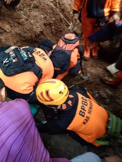 57155 small kejadian tanah longsor di dusun gembongan kabupaten semarang %284 april 2019%29