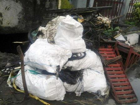 5722 medium utilitas di saluran jl rs fatmawati picu genangan