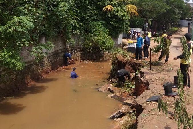 57514 medium curah hujan tinggi  ada delapan titik banjir dan longsor di depok