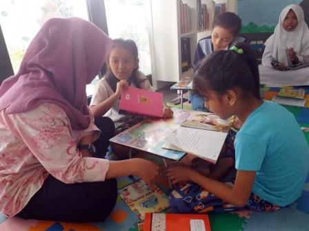 57517 medium gerakan  bacajakarta di rptra kebon sirih diminati anak anak