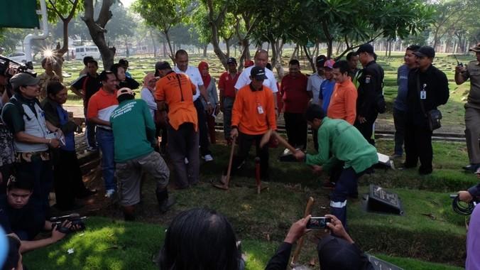 5769 medium 376 makam fiktif ditemukan di 7 tpu di jakarta