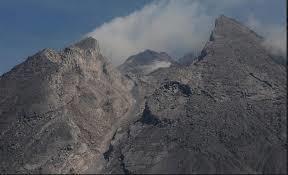 58051 medium jarak luncur guguran lava merapi capai 900 m