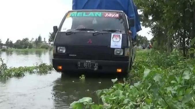 59094 medium sudah seminggu 5 kecamatan di lamongan masih terendam banjir