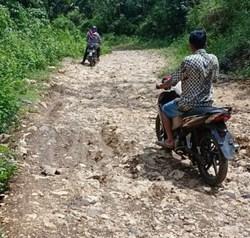 59355 small jalan di lebak ini seperti jalan sebelum indonesia merdeka