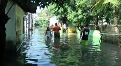 59653 small perumahan pondok hijau permai bekasi masih terendam banjir