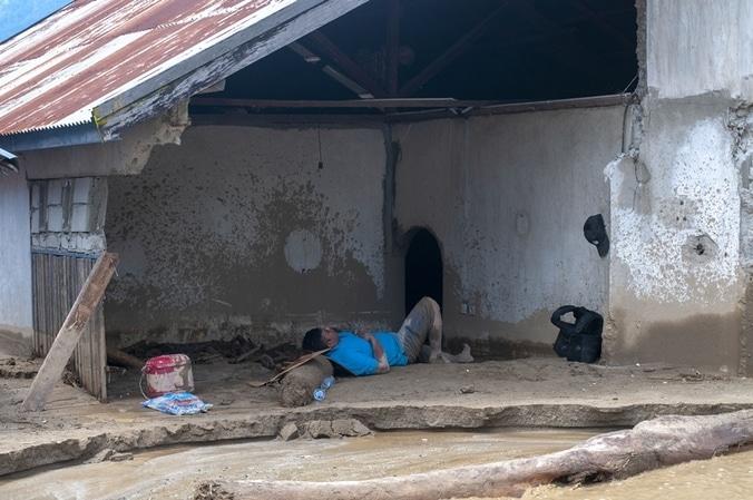 60051 medium korban banjir sigi kesulitan air bersih