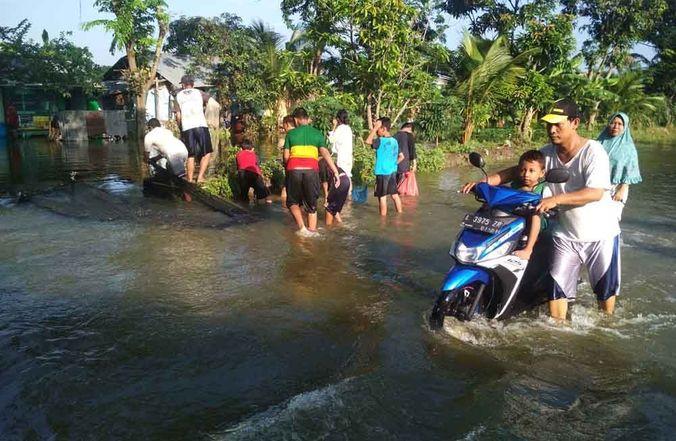 60324 medium delapan wilayah di surabaya barat terendam banjir