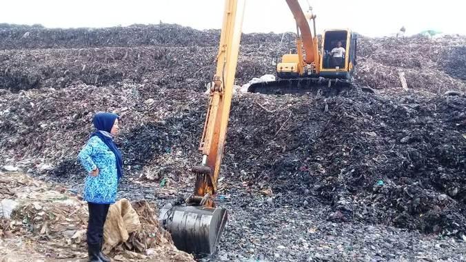 60334 medium sampah di bekasi tak diangkut 3 bulan pemkot sebut alat berat rusak skippguuar
